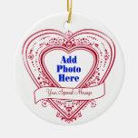 Añada los corazones del mensaje especial de un ornamento de navidad