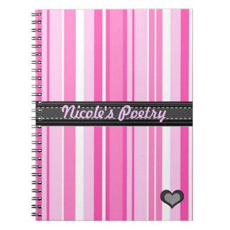 Añada su cuaderno de las rayas del rosa de la fras