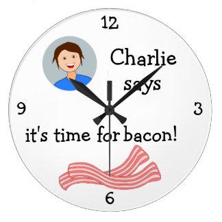 Añada su foto: 'Hora para Bacon Reloj Redondo Grande