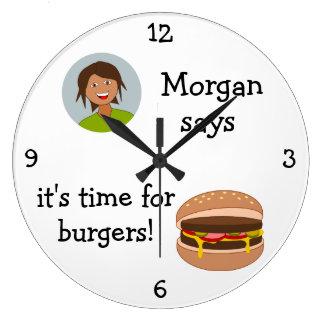 Añada su foto: 'Hora para las hamburguesas Reloj Redondo Grande