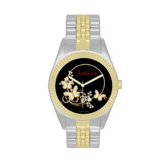 Añada un reloj conocido con las mariposas y las fl