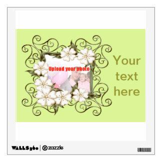 Añada una etiqueta conocida con las flores blancas vinilo