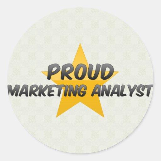 Analista de márketing orgulloso etiquetas redondas