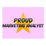Analista de márketing orgulloso postales