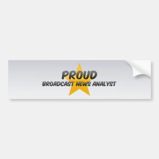 Analista de noticias orgulloso de la difusión pegatina de parachoque