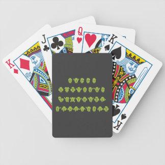 Analista de programas informáticos del feliz baraja cartas de poker