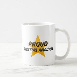Analista de sistemas orgulloso taza de café