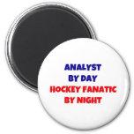 Analista del fanático del hockey del día por noche imanes