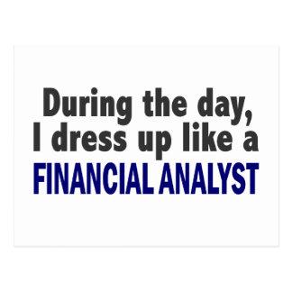 Analista financiero durante el día postales