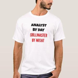 Analista por el día Grillmaster por noche Playera