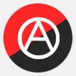 Anarquía blanco y negro roja de la bandera del pegatinas redondas
