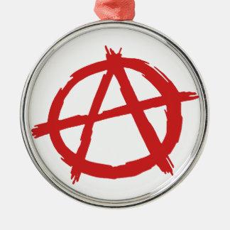 Anarquista rojo un logotipo de la anarquía del adorno navideño redondo de metal