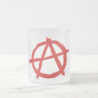 Anarquista rojo un logotipo de la anarquía del taza de cristal