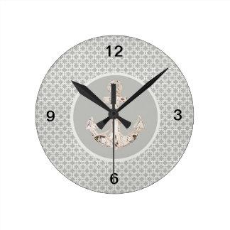 ancla abstracta gris del vintage del modelo náutic reloj redondo mediano