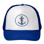 Ancla azul de Navi en el gorra con monograma