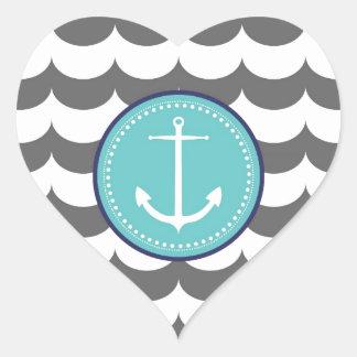 Ancla azul y gris con el modelo de ondas pegatina en forma de corazón