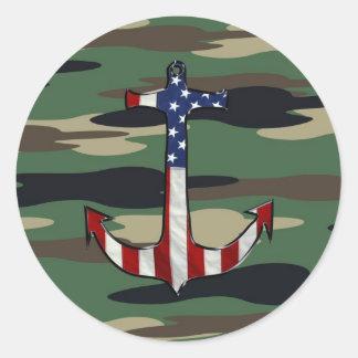 Ancla de la bandera americana en Camo Etiqueta Redonda