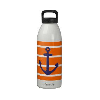 Ancla de la marina de guerra en raya anaranjada botallas de agua