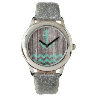 Ancla de la menta en la madera vieja relojes de mano