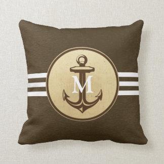 Ancla de la sepia en la almohada con monograma