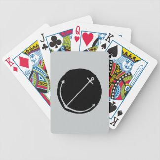 Ancla dibujada mano en alivio negro baraja cartas de poker