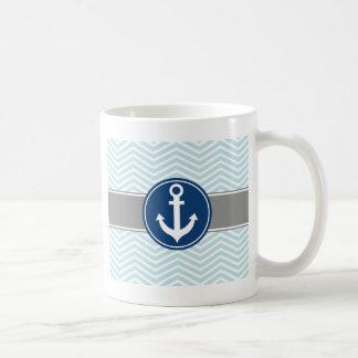 Ancla náutica Chevron de los azules claros Taza Clásica