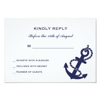 Ancla náutica con la invitación del boda de la