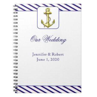 Ancla náutica en el cuaderno de la raya azul