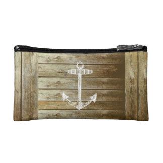 Ancla náutica en el gráfico de madera