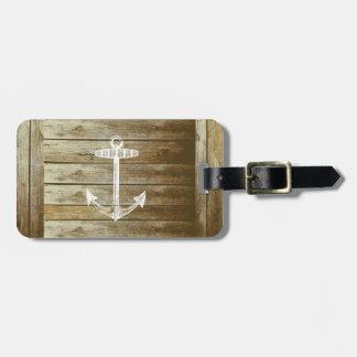 Ancla náutica en el gráfico de madera etiquetas maleta