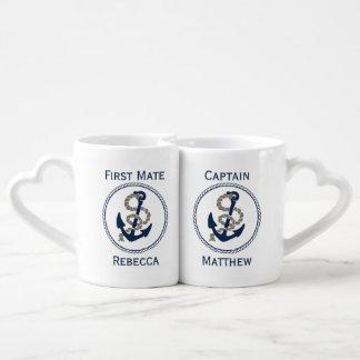 Ancla y cuerda náuticas en azul y blanco tazas para parejas