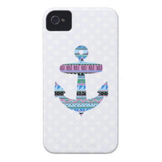 Ancla y lunares tribales púrpuras Case-Mate iPhone 4 protector