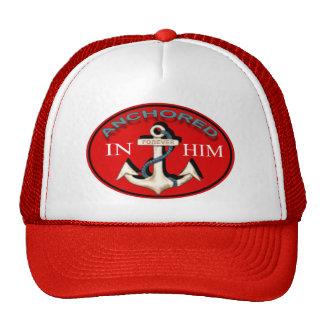 Anclado en él el casquillo gorras