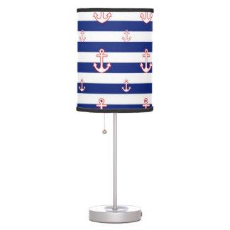 Anclas en modelo náutico de las rayas lámpara de mesa