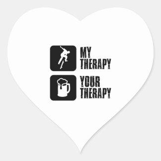 Andando en monopatín mi terapia pegatina en forma de corazón
