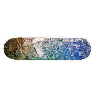 Ande en monopatín con una foto perfecta de la onda