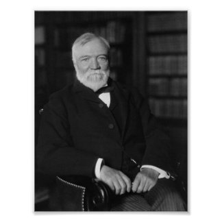 Andrew Carnegie asentó en una biblioteca Póster