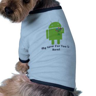 Androide en amor camisetas de perro