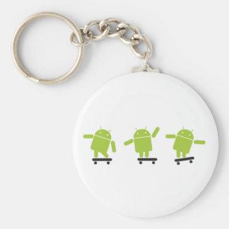 Androide que anda en monopatín llavero redondo tipo pin