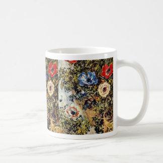 Anémonas rojas, flores de Claude Monet Taza Básica Blanca