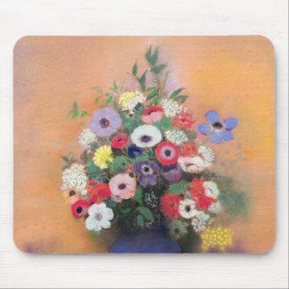 Anémonas y lila en un florero azul, después de 191 tapetes de ratones