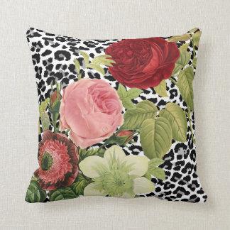 Anemonies del redoute de PixDezines, rosas del Cojín Decorativo