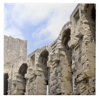 Anfiteatro romano antiguo en Arles, 2 Tejas