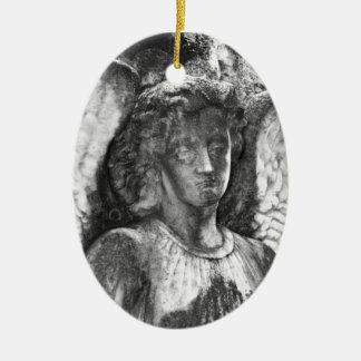 Ángel agraciado adorno navideño ovalado de cerámica