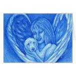 Ángel azul con la tarjeta de felicitación del perr