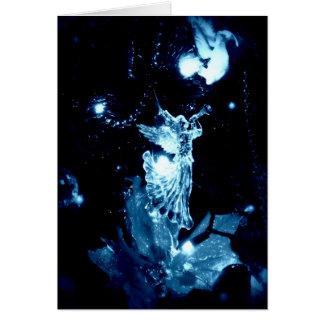 Ángel azul en tarjeta de Navidad negra