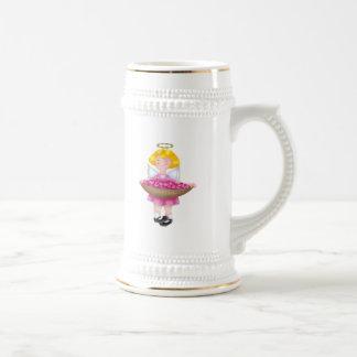 Ángel bonito con la cesta de corazones taza de café
