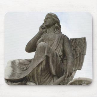 Ángel con el ala quebrada tapetes de ratones