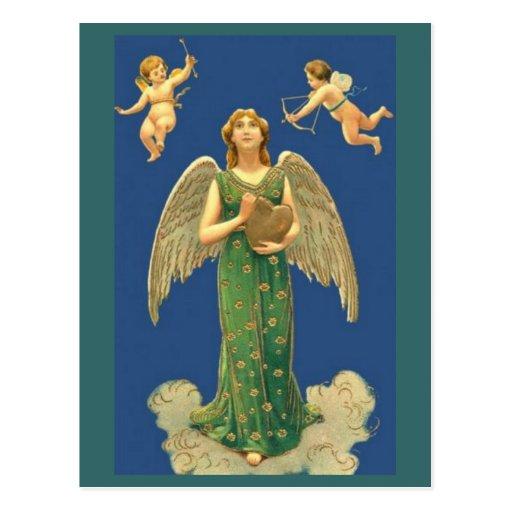 Ángel con el corazón y el Cupid Postales