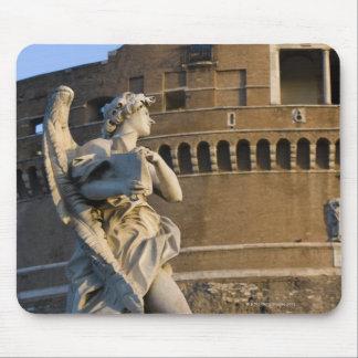 Ángel con el Superscription delante del Castel Alfombrilla De Ratones
